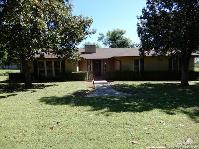 Floresville Single Family Home For Sale: 534 4th Street