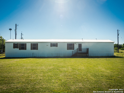 Guadalupe County Manufactured Home For Sale: 382 Heinemeyer