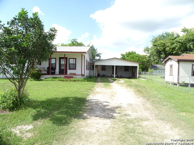 Karnes County Single Family Home For Sale: 303 E Front St