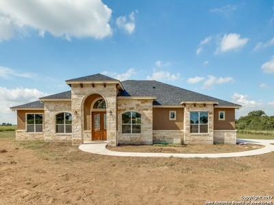 Floresville Single Family Home Back on Market: 112 Caylea Dr
