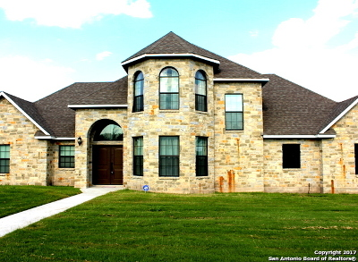 Karnes County Single Family Home For Sale: 817 Chula Vista