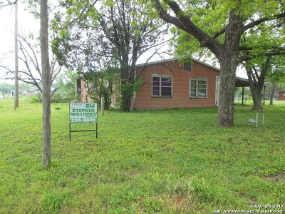 Frio County Single Family Home For Sale: 702 S Walnut