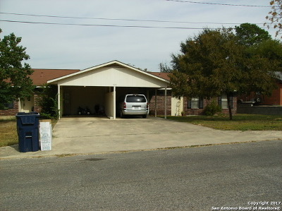 Atascosa County Multi Family Home For Sale: 930 Wilshire