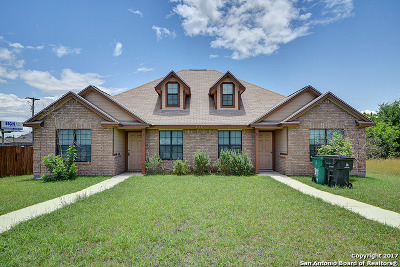 Karnes County Multi Family Home For Sale: 131 Robinhood Dr