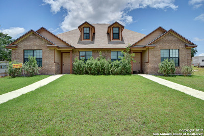 Karnes County Multi Family Home For Sale: 127 Nottingham Ln