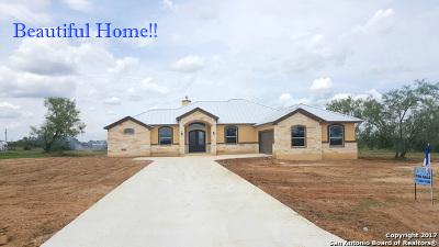 La Vernia Single Family Home For Sale: 109 Colibro Creek