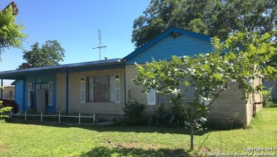 Floresville Single Family Home Active Option: 1109 6th St