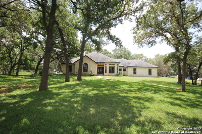 La Vernia TX Single Family Home For Sale: $548,000