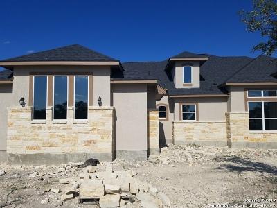 Spring Branch Single Family Home For Sale: 913 Escada