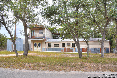 Lakehills TX Single Family Home For Sale: $75,000
