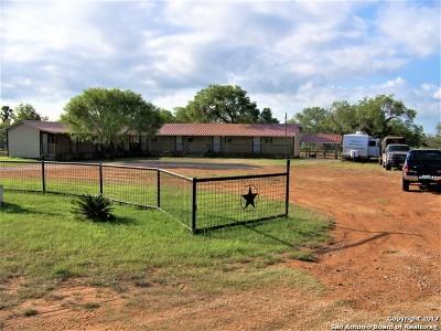 Atascosa County Commercial For Sale: 450 Lagunillas Ave
