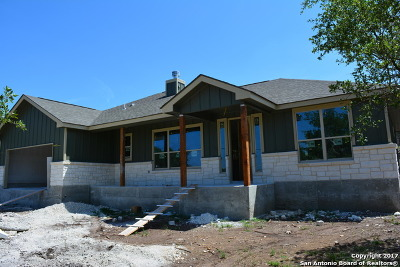 Canyon Lake Single Family Home For Sale: 730 Lazy Oaks Dr