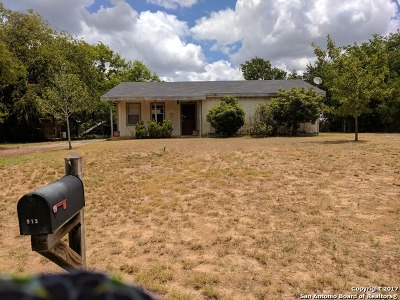 Frio County Single Family Home For Sale: 913 E Comal St