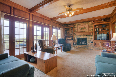 Canyon Lake Single Family Home For Sale: 1300 Highland Terrace Dr