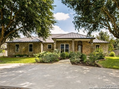 Atascosa County Single Family Home For Sale: 1625 Embassy