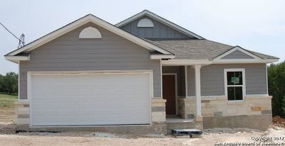 Canyon Lake Single Family Home For Sale: 1094 Fairway Dr