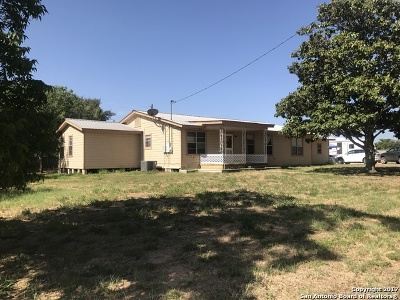 Atascosa County Single Family Home For Sale: 1415 W Goodwin