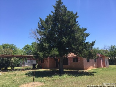 Frio County Single Family Home For Sale: 334 S Puente St