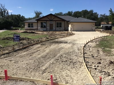 Bandera County Single Family Home For Sale: 124 Shin Oak Dr