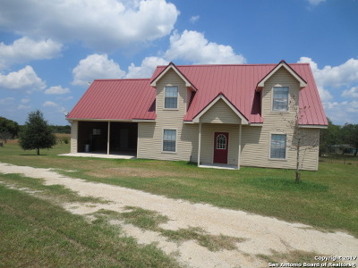 La Vernia Single Family Home For Sale: 601 Fm 2772