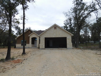 La Vernia Single Family Home New: 152 Great Oaks Blvd