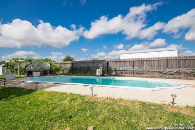 Atascosa County Single Family Home For Sale: 201 Colony Dr