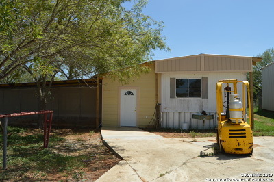 Guadalupe County Manufactured Home For Sale: 1375 Zion Hill Rd