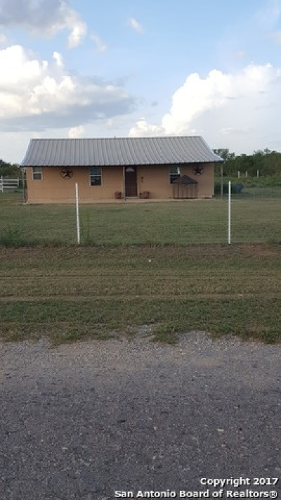 Atascosa County Single Family Home For Sale: 210 Meadows Rd
