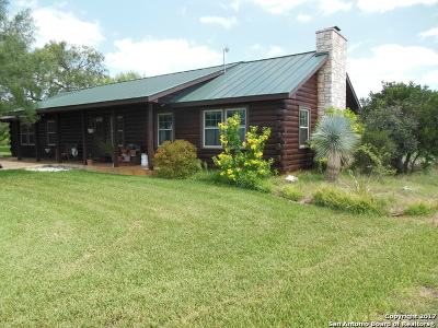 Frio County Single Family Home For Sale: 660 County Road 4001