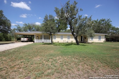 Poth TX Single Family Home For Sale: $199,000