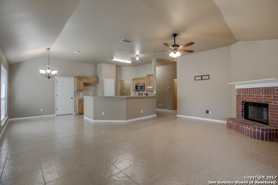 New Braunfels Single Family Home Active RFR: 1623 Elizabeth Ct