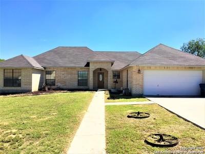 Atascosa County Single Family Home For Sale: 315 Edgehill