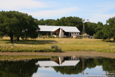 Fredericksburg Single Family Home For Sale: 859 Premier View Dr