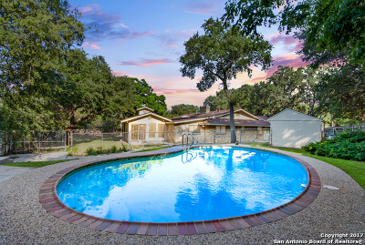 Hollywood Park Single Family Home For Sale: 356 Mustang Cir