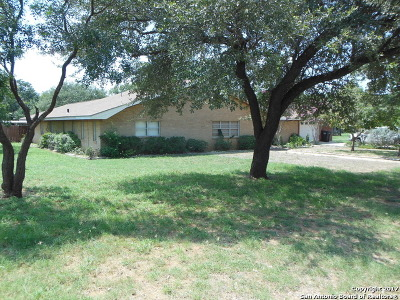 Frio County Single Family Home For Sale: 570 William Dr