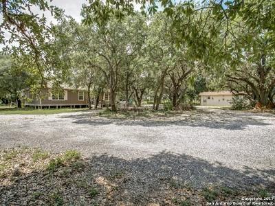 Atascosa County Single Family Home New: 245 Brite Ln