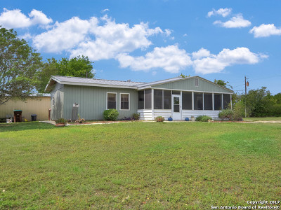 Guadalupe County Single Family Home New: 622 E Zipp Rd