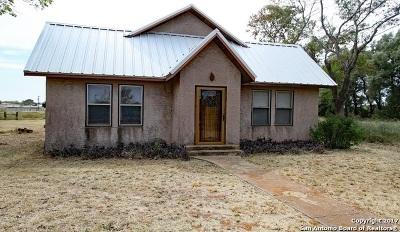 Frio County Single Family Home For Sale: 404 Athol Ln