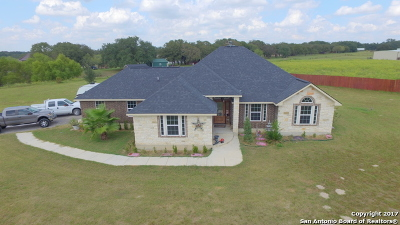Floresville Single Family Home For Sale: 404 Ringaskiddy Cir