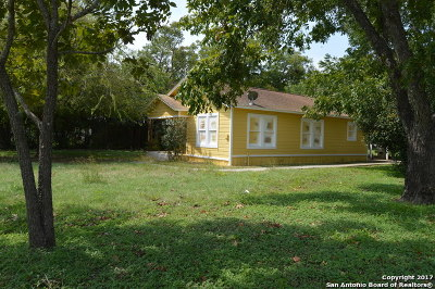 Guadalupe County Single Family Home For Sale: 506 Wurzbach St