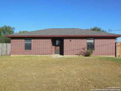 Frio County Single Family Home For Sale: 913 Nora