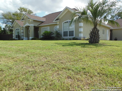 Frio County Single Family Home For Sale: 1006 E Brazos St