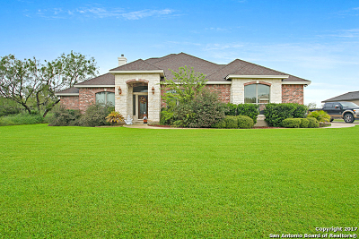 Floresville Single Family Home Price Change: 110 Oakview Dr