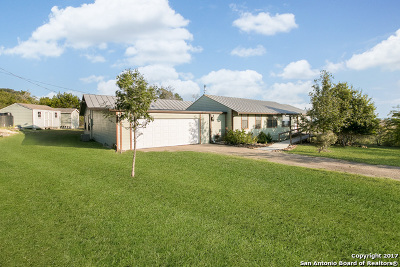 Boerne Single Family Home For Sale: 17 Shadow Valley Dr