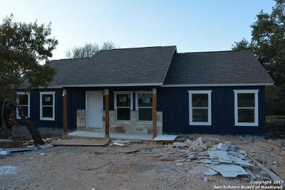 Canyon Lake Single Family Home For Sale: 1257 Deer Run Pass