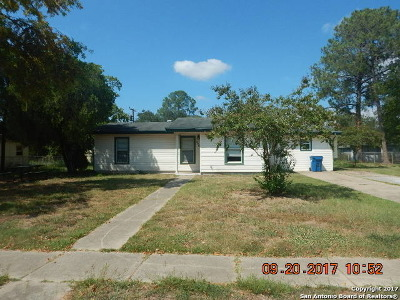 Atascosa County Single Family Home New: 305 Murray
