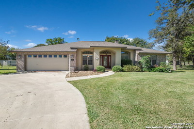 Guadalupe County Single Family Home New: 141 Red Oak Trl