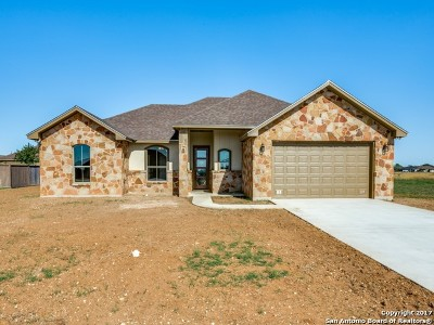 Atascosa County Single Family Home New: 1750 Crooked Creek