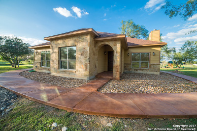 Atascosa County Single Family Home For Sale: 195 S Hill Dr