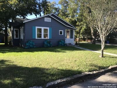 Seguin Single Family Home For Sale: 703 E Krezdorn St